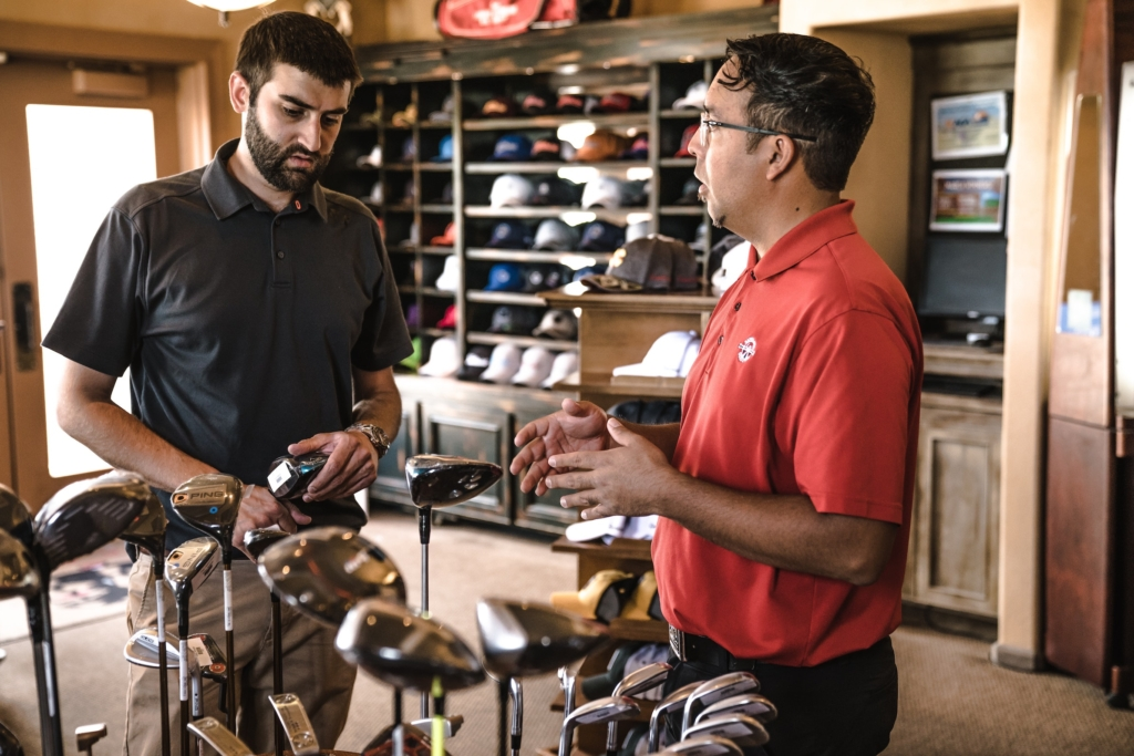 customer-explaining-golf-clubs-1325735